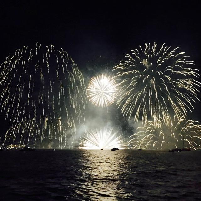 Ana-espadas-fireworks