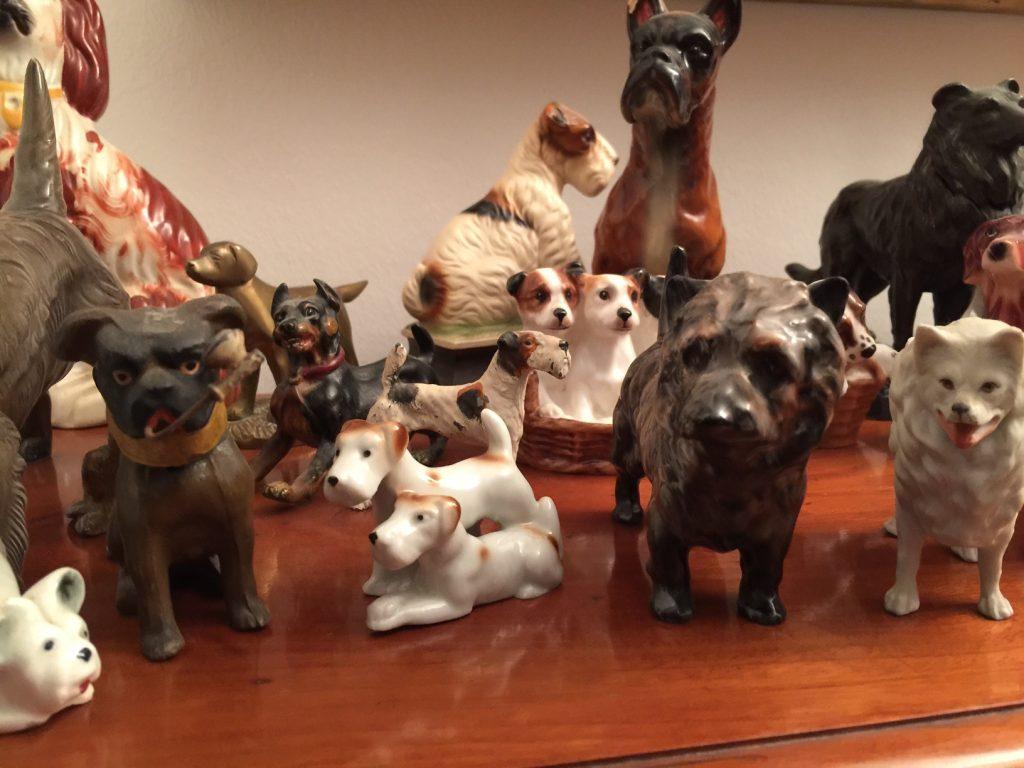 La colección de perros de todo tipo de materiales y de todos los lugares que recorremos.