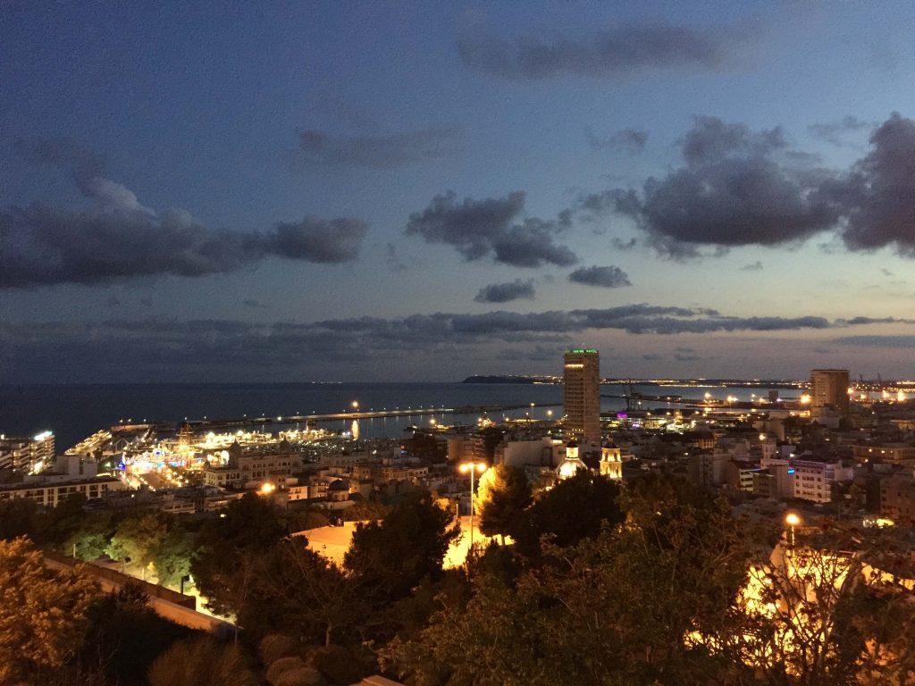 Alicante visto desde La Ereta en el Castillo de Santa Bárbara